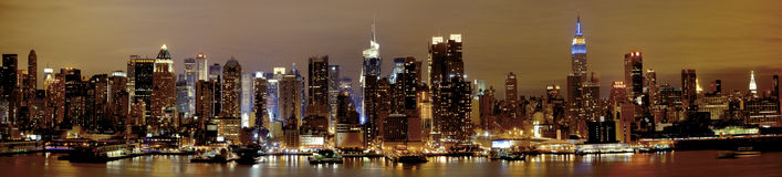 Νέα Υόρκη Μανχάτταν τη νύχτα Στοκ φωτογραφία με δικαίωμα ελεύθερης χρήσης