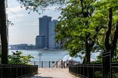 Νέα Υόρκη, πόλη/ΗΠΑ - 10 Ιουλίου 2018: Πάρκο Stirling οχυρών σε σαφή Στοκ Εικόνες