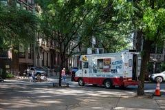 Νέα Υόρκη, πόλη/ΗΠΑ - 10 Ιουλίου 2018: Στάση φορτηγών παγωτού στην αποβάθρα Στοκ φωτογραφία με δικαίωμα ελεύθερης χρήσης