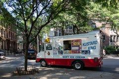 Νέα Υόρκη, πόλη/ΗΠΑ - 10 Ιουλίου 2018: Στάση φορτηγών παγωτού στην αποβάθρα Στοκ εικόνες με δικαίωμα ελεύθερης χρήσης