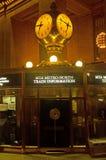 Νέα Υόρκη: ρολόι και γραφείο πληροφοριών στο μεγάλο κεντρικό τερματικό στις 14 Σεπτεμβρίου 2014 Στοκ Εικόνες