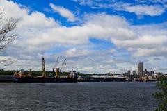 Νέα Υόρκη του Άλμπανυ από πέρα από τον ποταμό του Hudson σε Rensselaer Στοκ Φωτογραφία