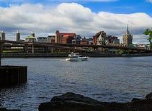 Νέα Υόρκη του Άλμπανυ από πέρα από τον ποταμό του Hudson σε Rensselaer Στοκ Εικόνες