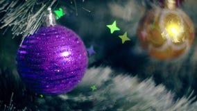 Νέα φω'τα γιρλαντών χριστουγεννιάτικων δέντρων διακοσμήσεων έτους φιλμ μικρού μήκους