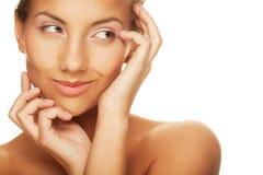 νέα χαμογελώντας γυναίκα με το υγιές δέρμα Στοκ Εικόνες