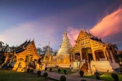 Νέα χρυσή παγόδα, Κα χρονικού Viharn Lai λυκόφατος ναών Phra Σινγκ Στοκ Εικόνα