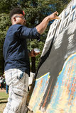 Νέα χρώματα καλλιτεχνών με τα δάχτυλά του στο φεστιβάλ τεχνών της Ατλάντας Στοκ εικόνες με δικαίωμα ελεύθερης χρήσης