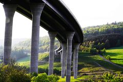 Νέα χτισμένη γέφυρα εθνικών οδών στη Βαυαρία, Γερμανία στοκ εικόνα