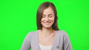 Νέα όμορφα χαμόγελα κοριτσιών απόθεμα βίντεο