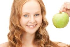 Νέα όμορφη γυναίκα με το πράσινο μήλο Στοκ Φωτογραφίες