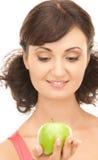 Νέα όμορφη γυναίκα με το πράσινο μήλο Στοκ φωτογραφία με δικαίωμα ελεύθερης χρήσης