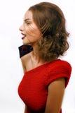Νέα όμορφη γυναίκα με το ύφος μόδας makeup, αλυσίδα όπως το gussar ρόλο που απομονώνεται στο άσπρο υπόβαθρο, κόκκινο μανικιούρ κα Στοκ Φωτογραφία
