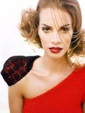 Νέα όμορφη γυναίκα με το ύφος μόδας makeup, αλυσίδα όπως gussar Στοκ Εικόνες
