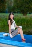 Νέα όμορφη γυναίκα ναυτικών με τη σύνθεση Στοκ Εικόνες