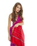 Νέα όμορφη γυναίκα στο ινδικό κόκκινο φόρεμα Στοκ εικόνες με δικαίωμα ελεύθερης χρήσης