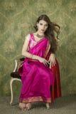 Νέα όμορφη γυναίκα στο ινδικό κόκκινο φόρεμα Στοκ φωτογραφία με δικαίωμα ελεύθερης χρήσης