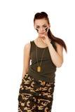 Νέα όμορφη γυναίκα στρατιωτών brunette Στοκ Φωτογραφία