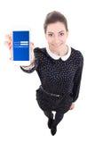Νέα όμορφη επιχειρησιακή γυναίκα που παρουσιάζει έξυπνο τηλέφωνο με τη σύνδεση PA Στοκ εικόνες με δικαίωμα ελεύθερης χρήσης