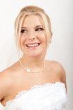 Νέα όμορφη νύφη γυναικών στο άσπρο πέπλο στοκ φωτογραφίες με δικαίωμα ελεύθερης χρήσης