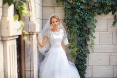 Νέα όμορφη νύφη στη ημέρα γάμου της Στοκ φωτογραφία με δικαίωμα ελεύθερης χρήσης