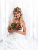 νέα όμορφη χαμογελώντας νύφη Στοκ Φωτογραφίες