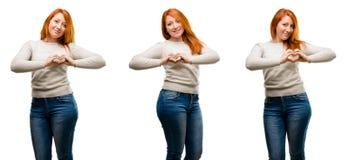 Νέα όμορφη redhead γυναίκα που απομονώνεται πέρα από το άσπρο υπόβαθρο στοκ φωτογραφίες με δικαίωμα ελεύθερης χρήσης
