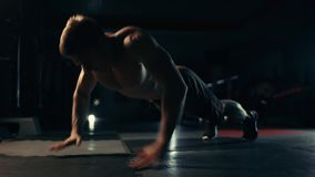 Νέα ώθηση UPS άσκησης αθλητών φιλμ μικρού μήκους