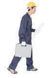 Νέα handyman στάση με το κιβώτιο εργαλείων του στοκ φωτογραφίες με δικαίωμα ελεύθερης χρήσης