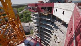 νέα residental περιοχή σπιτιών γερανών κατασκευής απόθεμα βίντεο
