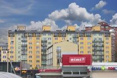 Νέα sleping σπίτια περιοχής και ένα κατάστημα RIMI Στοκ φωτογραφίες με δικαίωμα ελεύθερης χρήσης