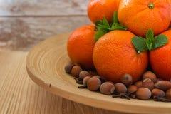 Νέα tangerines έτους ` s σε ένα ξύλινο υπόβαθρο Στοκ φωτογραφία με δικαίωμα ελεύθερης χρήσης
