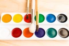 Νέα watercolors και καθαρές βούρτσες Στοκ Εικόνες