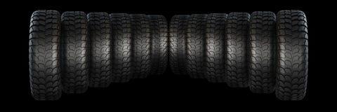 Νέες λαστιχένιες ρόδες για το αυτοκίνητο στο μαύρο υπόβαθρο Στοκ φωτογραφία με δικαίωμα ελεύθερης χρήσης
