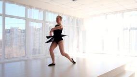Νέες ελκυστικές κινήσεις μπαλέτου άσκησης ballerina φιλμ μικρού μήκους