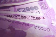 Νέες ινδικές σημειώσεις ρουπίων του 2000 Στοκ Φωτογραφία
