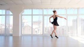 Νέες καλές κινήσεις μπαλέτου άσκησης ballerina απόθεμα βίντεο