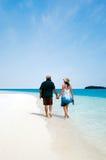 Νέες νήσοι Κουκ λιμνοθαλασσών Aitutaki επίσκεψης ζευγών Στοκ Εικόνα