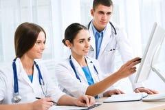 Νέοι γιατροί στοκ εικόνες με δικαίωμα ελεύθερης χρήσης