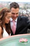 Νέοι νύφη και νεόνυμφος στοκ φωτογραφίες με δικαίωμα ελεύθερης χρήσης