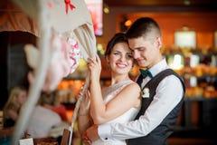 Νέοι νύφη και νεόνυμφος στοκ φωτογραφίες