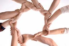 Νέοι που κάνουν τον κύκλο με τα χέρια τους ως σύμβολο Στοκ Φωτογραφία