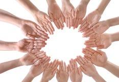 Νέοι που κάνουν τον κύκλο με τα χέρια τους ως σύμβολο Στοκ Εικόνα