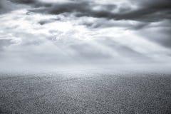 Νέοι δρόμος ασφάλτου και ουρανός Στοκ Εικόνα