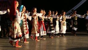 Νέοι σερβικοί χορευτές στο παραδοσιακό κοστούμι Στοκ εικόνα με δικαίωμα ελεύθερης χρήσης