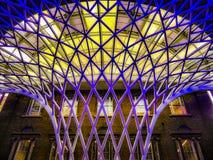 Νέοι σταθμοί του Λονδίνου - σταυρός βασιλιάδων Στοκ φωτογραφία με δικαίωμα ελεύθερης χρήσης