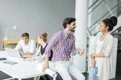 Νέοι στο γραφείο Στοκ Εικόνα