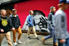 Νέοι τουρίστες που επισκέπτονται την Ευρώπη στη Φλωρεντία, Ιταλία Στοκ Εικόνες