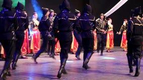 Νέοι τουρκικοί χορευτές στο παραδοσιακό κοστούμι Στοκ Εικόνα