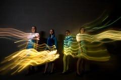 Νέοι χορευτές που πυροβολούνται με τα λεπτά ψηφιακά αποτελέσματα στοκ φωτογραφίες με δικαίωμα ελεύθερης χρήσης