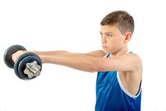 Νέος έφηβος που χρησιμοποιεί τους αλτήρες στοκ φωτογραφία με δικαίωμα ελεύθερης χρήσης